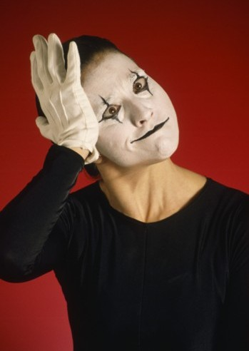 Picture of mime pretending to forget