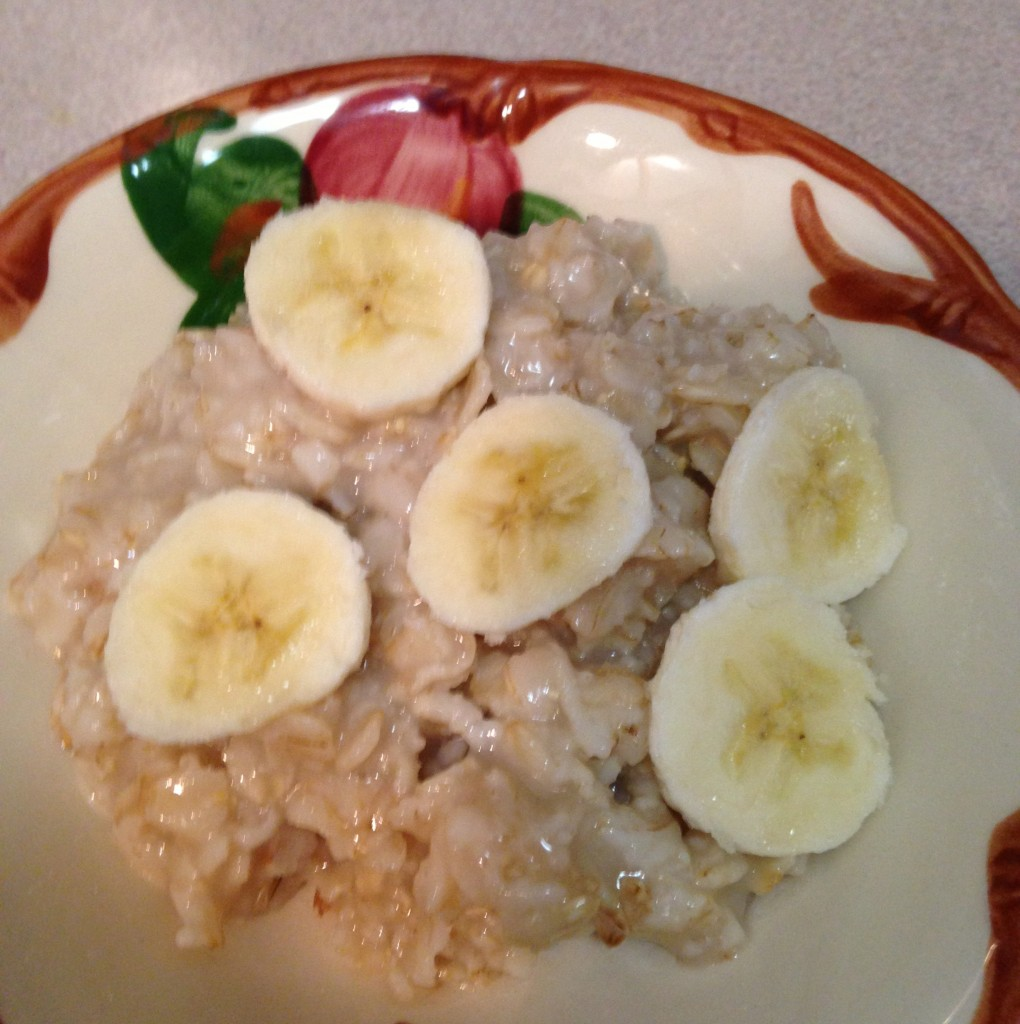 Dish of oatmeal with bananas/weight loss surgery