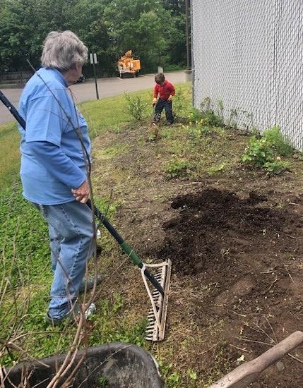 Multigenerational garden Saco